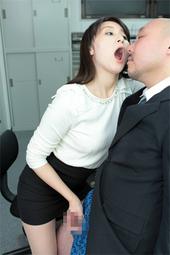 葵千恵ちゃんの口臭嗅がせ手コキ