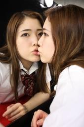 【鏡の中の自分と唾吐きベロキス①】キスの練習で激しい接吻をする僕の妹 美波沙耶