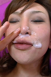 鼻の穴から精子吸引する美女03