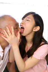 おやじに口臭嗅がせ鼻舐め接吻